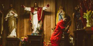 Jezusschoenen in kapel