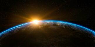 Aarde met zonsopkomt